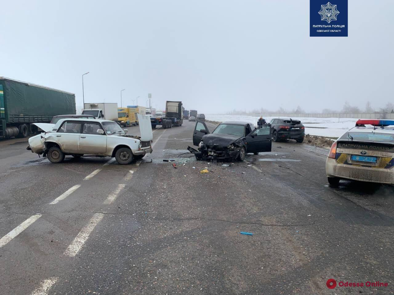 На Объездной дороге столкнулись два ВАЗа, «Фольксваген» и «Ягуар» — пострадал мужчина