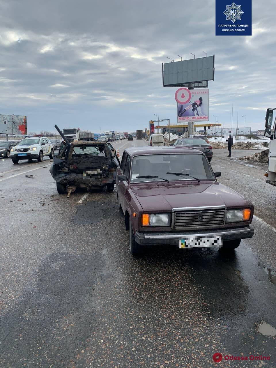 На Объездной дороге столкнулись четыре авто — есть пострадавшие (фото, видео)