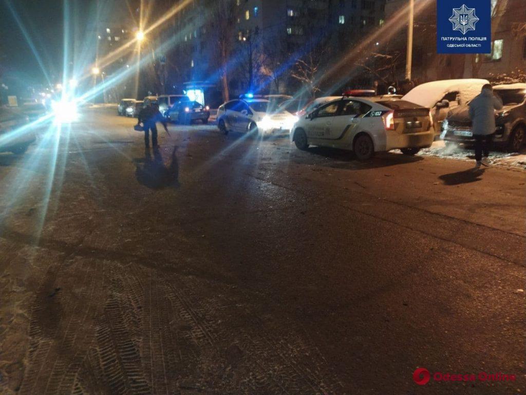 Разбиты семь авто: на поселке Котовского из-за пьяного водителя за рулем Mitsubishi произошло масштабное ДТП