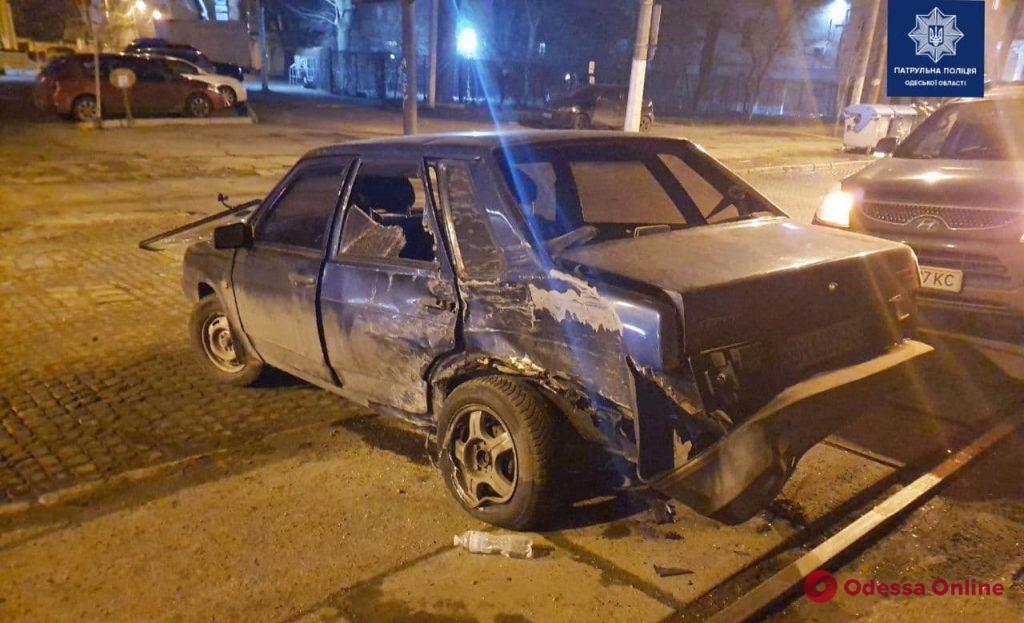 На Французском бульваре пьяный лихач на Subaru устроил ДТП и пытался сбежать (видео, обновлено)