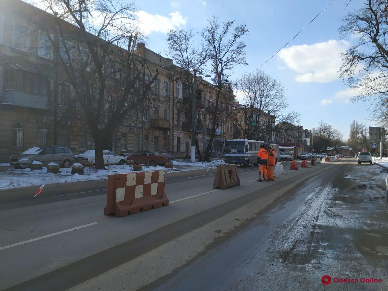 Возле Старосенной площади организовано двустороннее движение (фото)