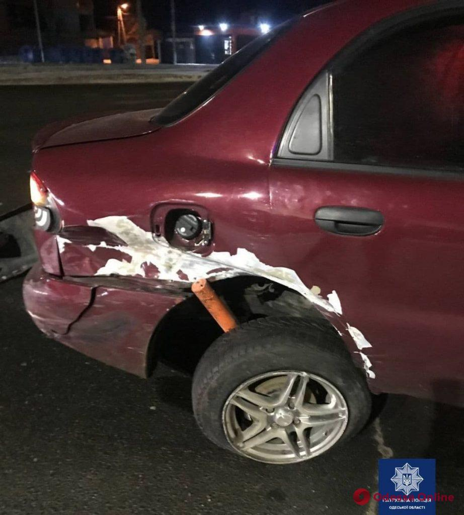 В Одессе пьяный лихач на «Тойоте» столкнулся с двумя легковушками и врезался в столб