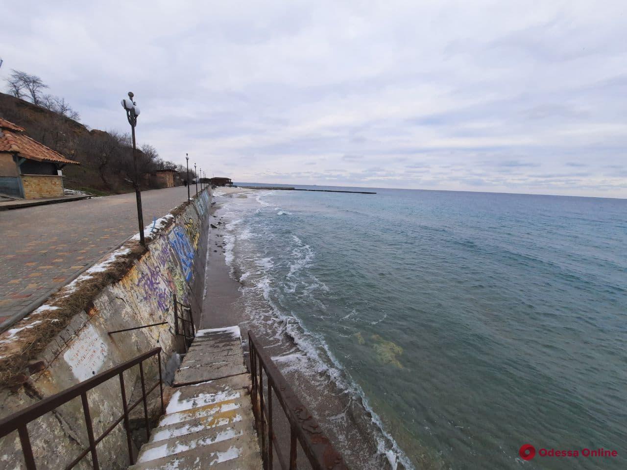 Одесса: шторм уничтожил пляж в районе 16-й станции Фонтана (фотофакт)