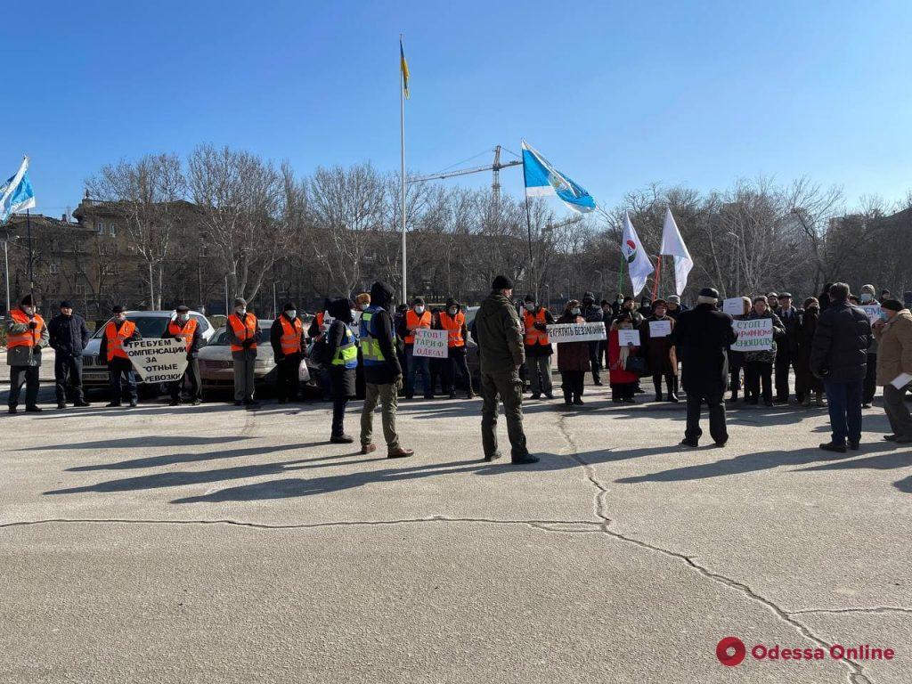 Возле облгосадминистрации прошли сразу два митинга (фото)