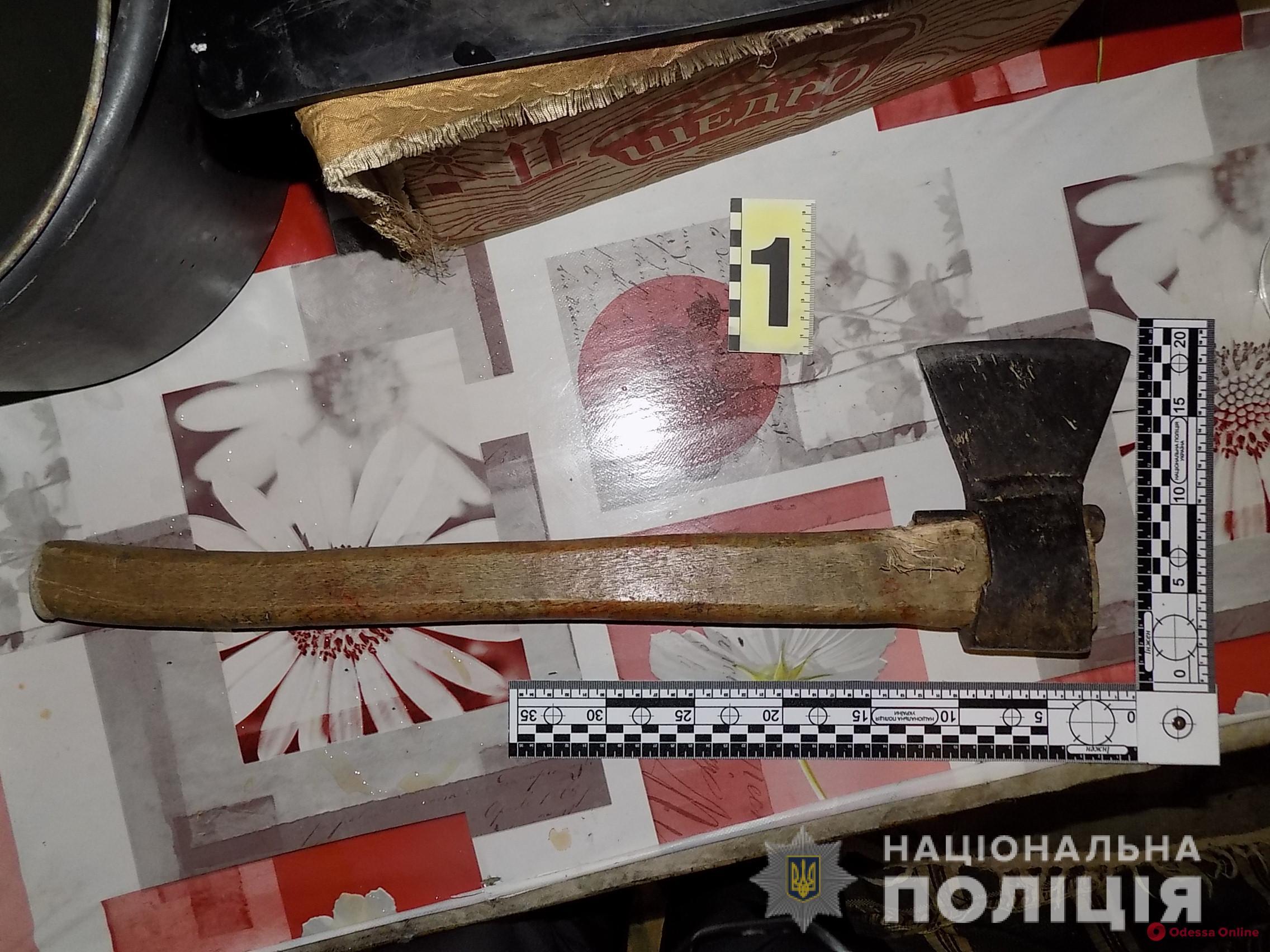 Житель Одесской области ударил отца топором по голове из-за отказа дать сигарету