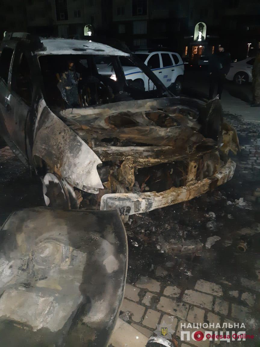 Под Одессой подожгли автомобиль активистов