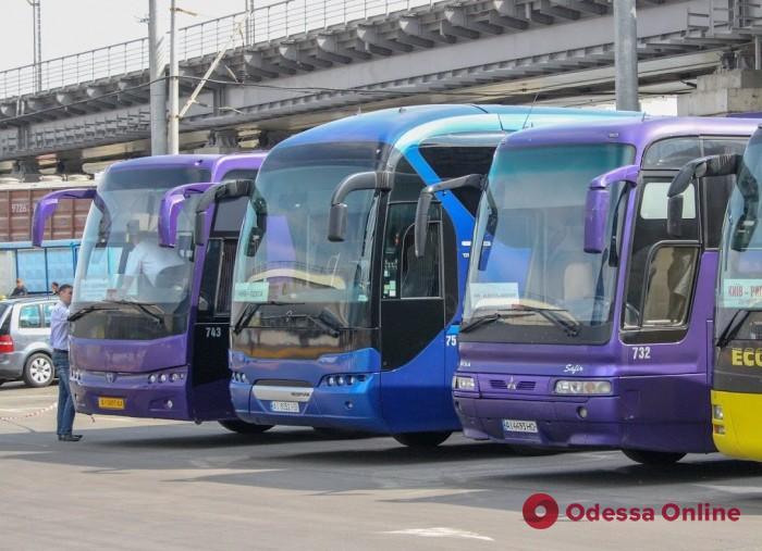 Кабмин утвердил порядок ограничения работы транспорта в «красных» зонах карантина