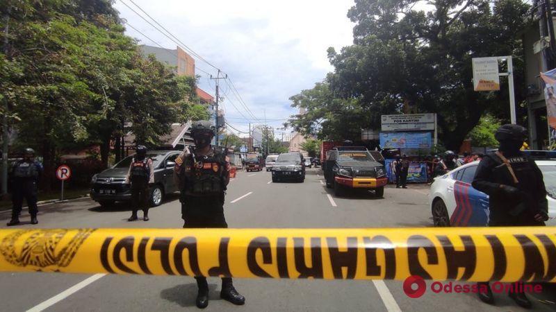 Теракт в Индонезии: возле католической церкви прогремел мощный взрыв (видео)