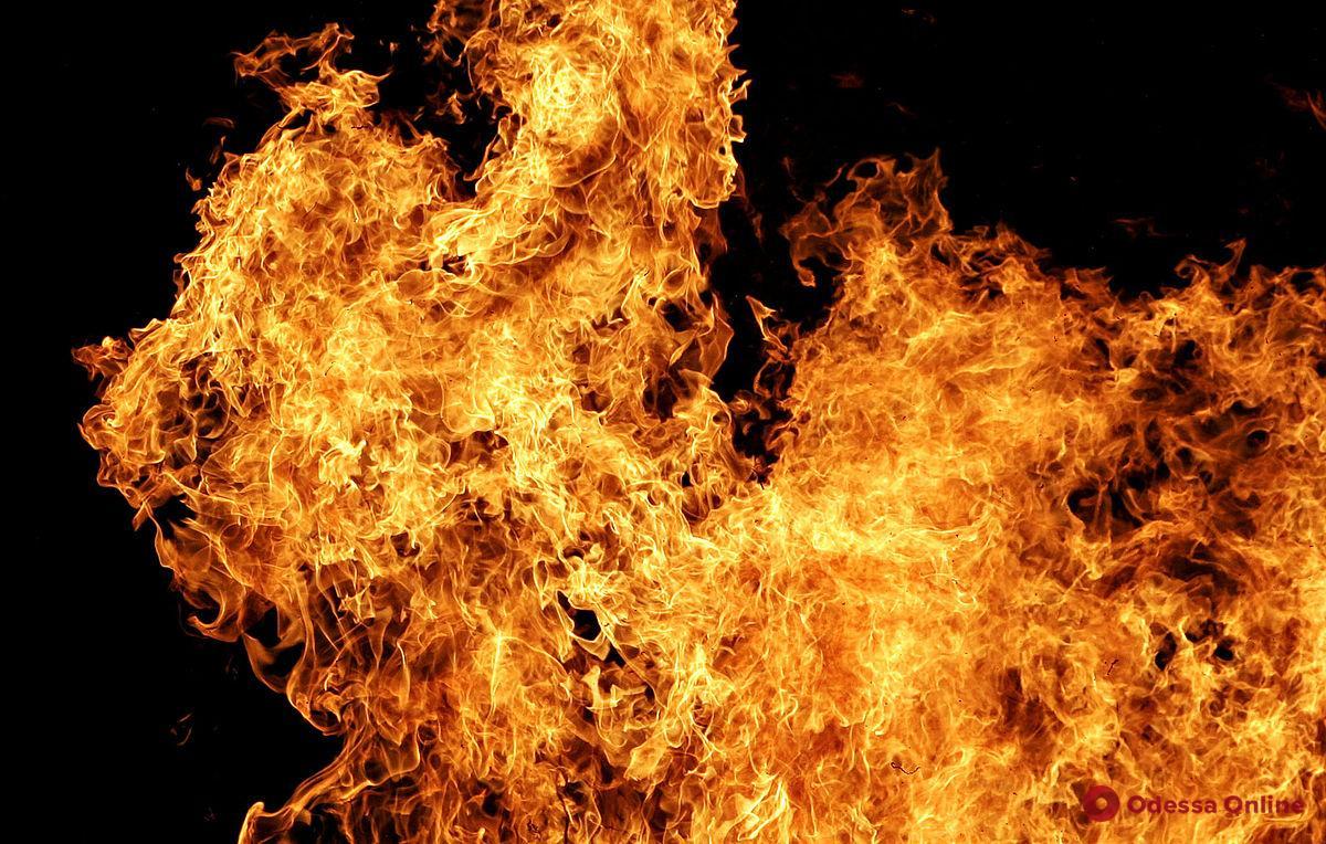 В Одессе на Фонтане возле стройки горела будка охранника – пострадал бездомный