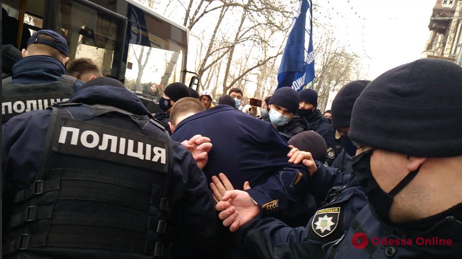 В Одессе активисты пытались сорвать женский марш — произошла потасовка (фото, видео)
