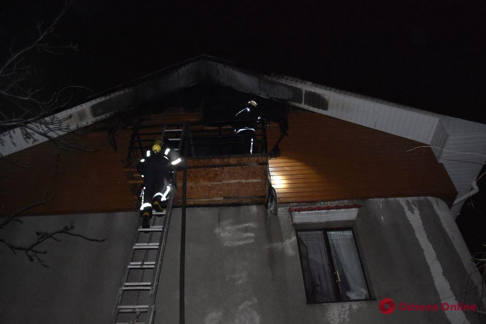 Под Одессой из горящего дома спасли супружескую пару