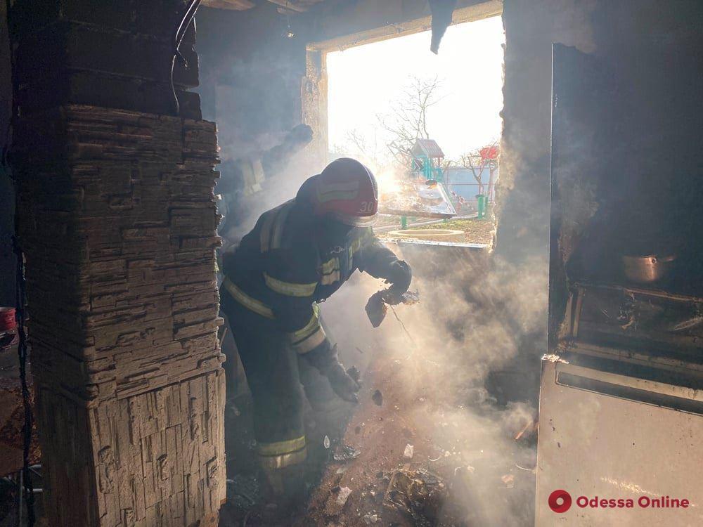 В Одесской области тушили пожар в жилом доме