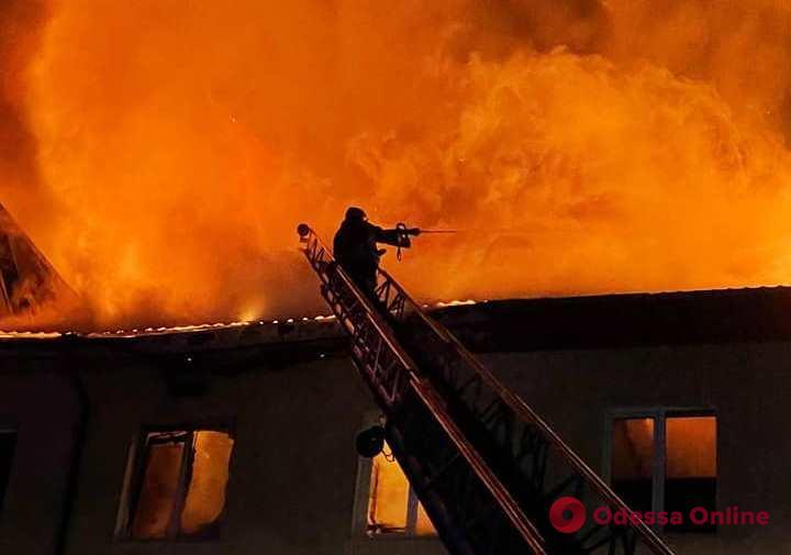 На Объездной дороге тушили масштабный пожар на СТО