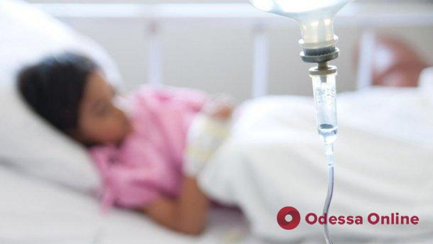 Ели в школьной столовой: в Одесской области отравились восемь детей