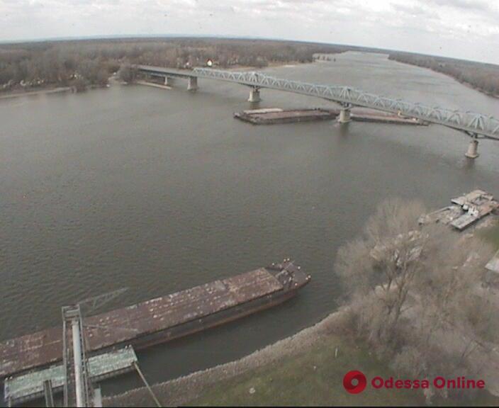 Теплоход «Украинского Дунайского пароходства» врезался в опору моста в Венгрии