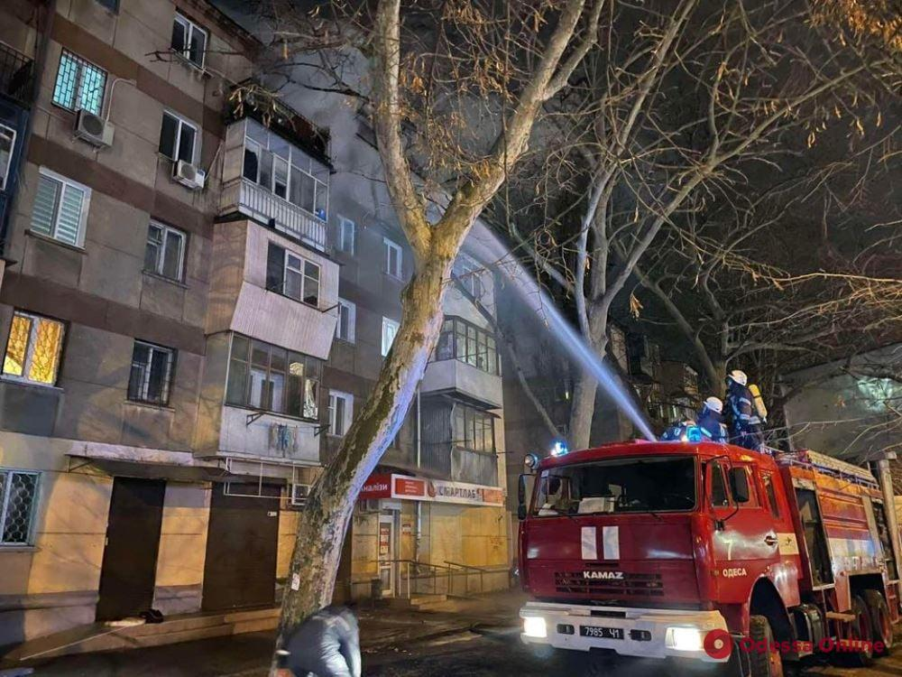 Одесса: на Сегедской горела пятиэтажка (фото)