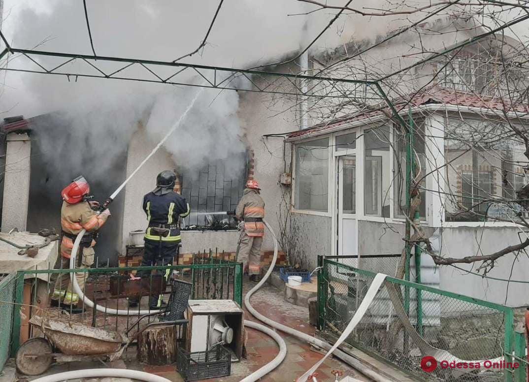 На Ленпоселке во время тушения пожара погиб спасатель