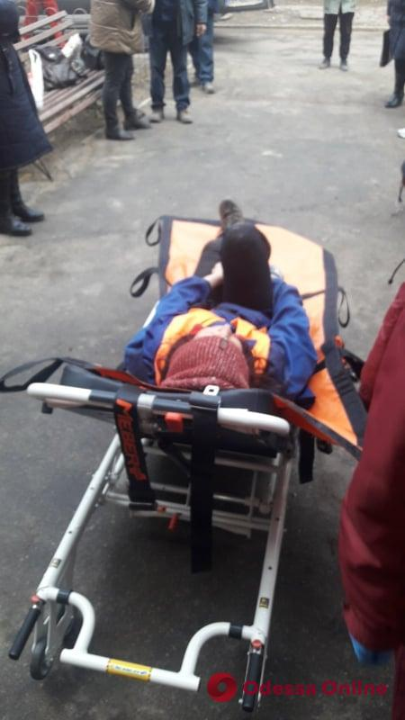В Черноморске женщина провалилась в подвал 5-этажного дома