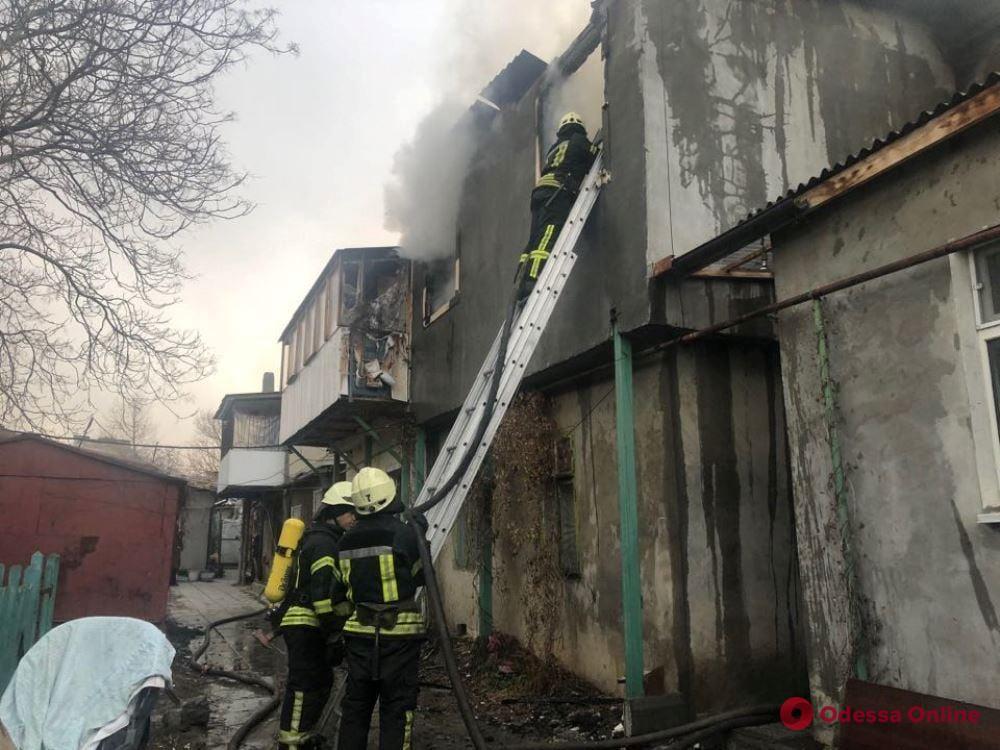 В Одессе на Бугаевке тушили пожар в двухэтажном жилом доме