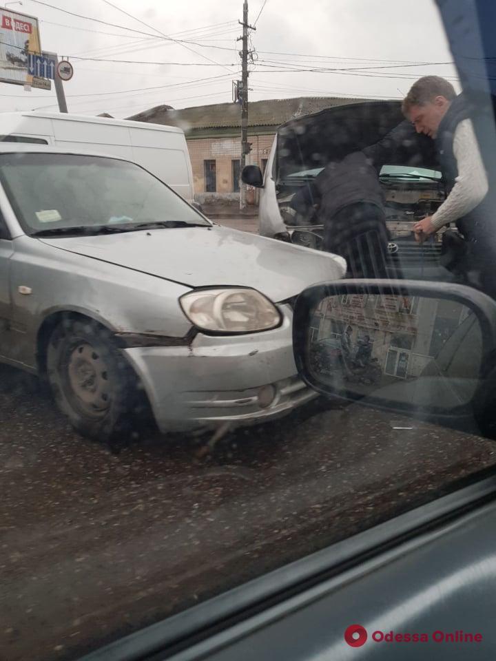 На Николаевской дороге из-за ДТП образовалась пробка