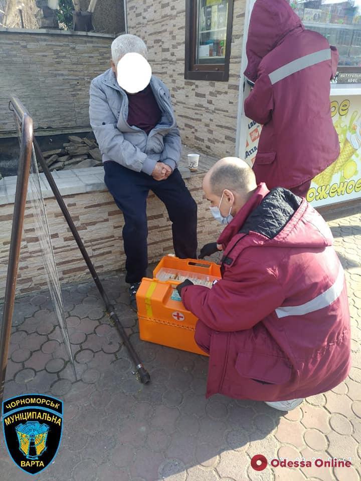 В Черноморске «муниципалы» помогли мужчине, у которого прямо на улице случился приступ эпилепсии