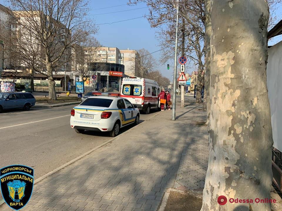 В Черноморске «муниципалы» помогли мужчине, у которого случился приступ эпилепсии