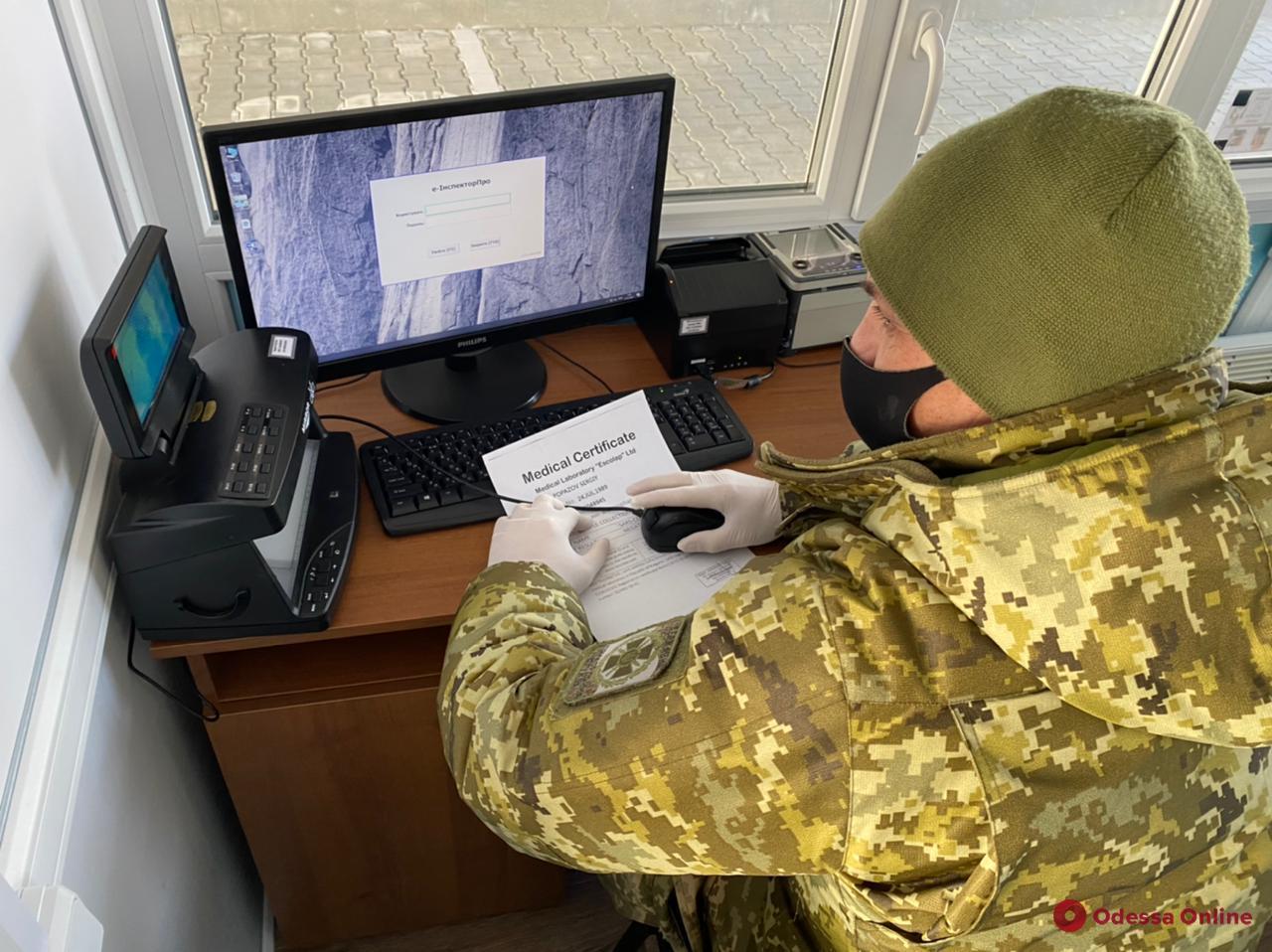 Измаильские пограничники не пустили в Украину восемь человек с фальшивыми справками о ПЦР-тестах