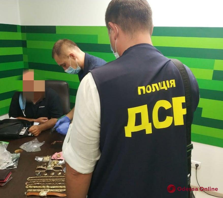 Завладели недвижимостью на 27 миллионов: в Одессе под суд отправят группу мошенников во главе с экс-полицейским