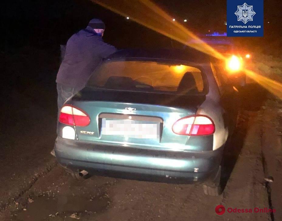 На Старокиевском шоссе пьяный водитель предлагал патрульным взятку