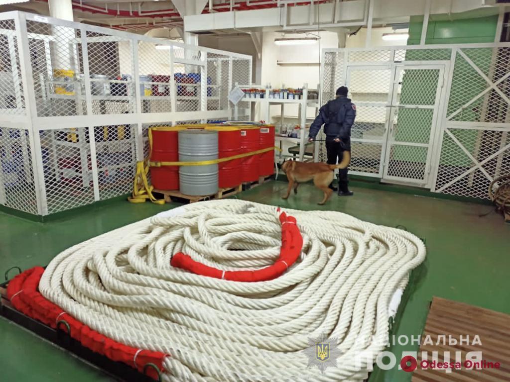 На судне в Одесском порту ищут взрывчатку (обновлено)