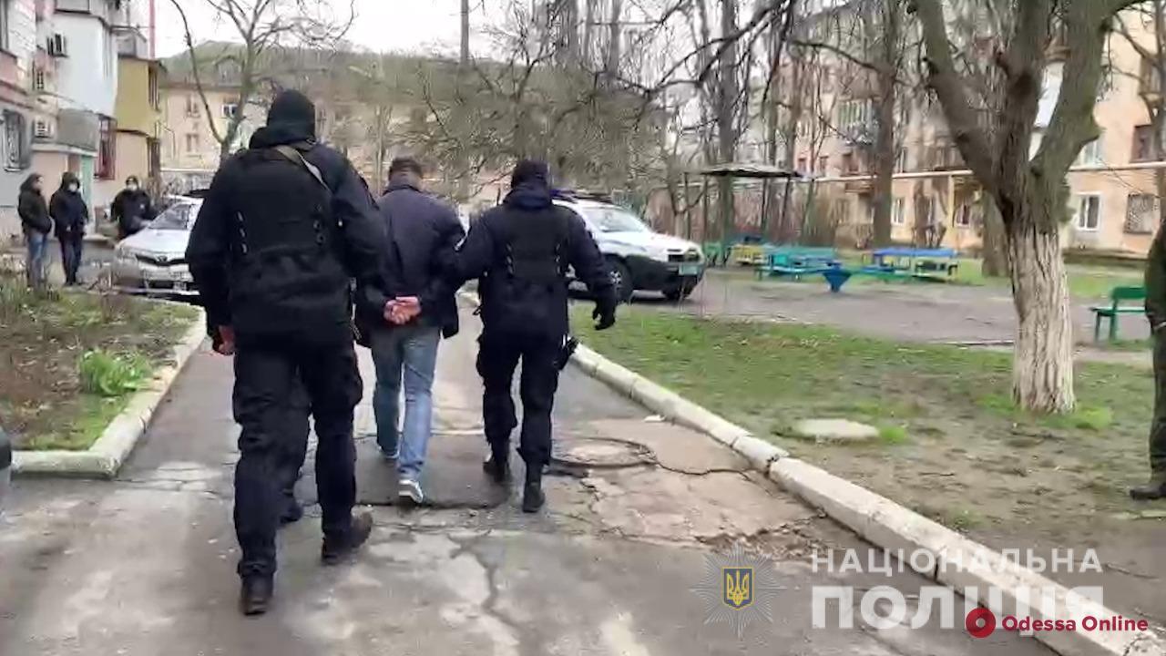Избили на глазах у маленькой дочери: четверо разбойников напали на измаильчанку (видео)