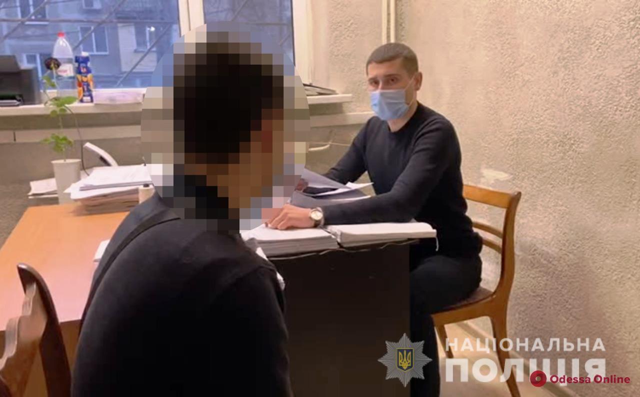В Одессе поймали 20-летнего поджигателя авто Mitsubishi Lancer (видео)