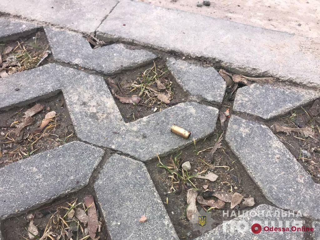 Избили и отобрали 900 тысяч: в Одессе вооруженные разбойники напали на инженера строительной фирмы
