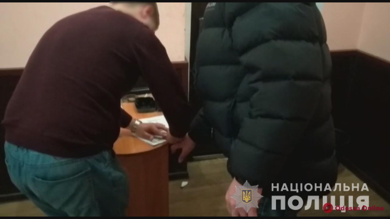 Одессит два года шантажировал и насиловал девочку-подростка