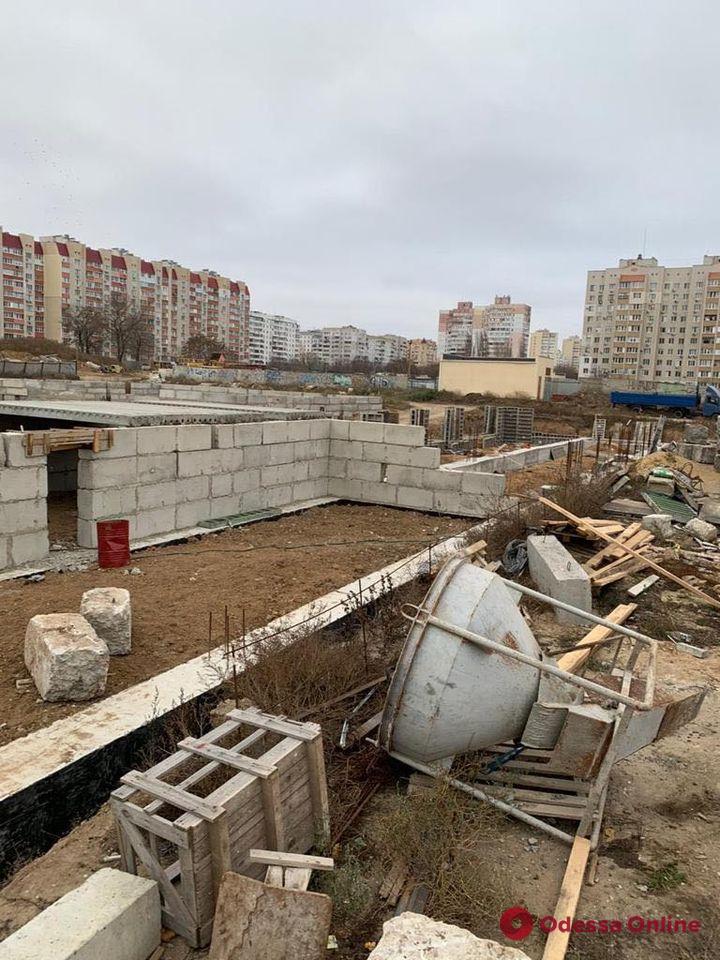Наживался на строительстве школы на поселке Котовского: за присвоение 15,5 миллиона гривен будут судить подрядчика