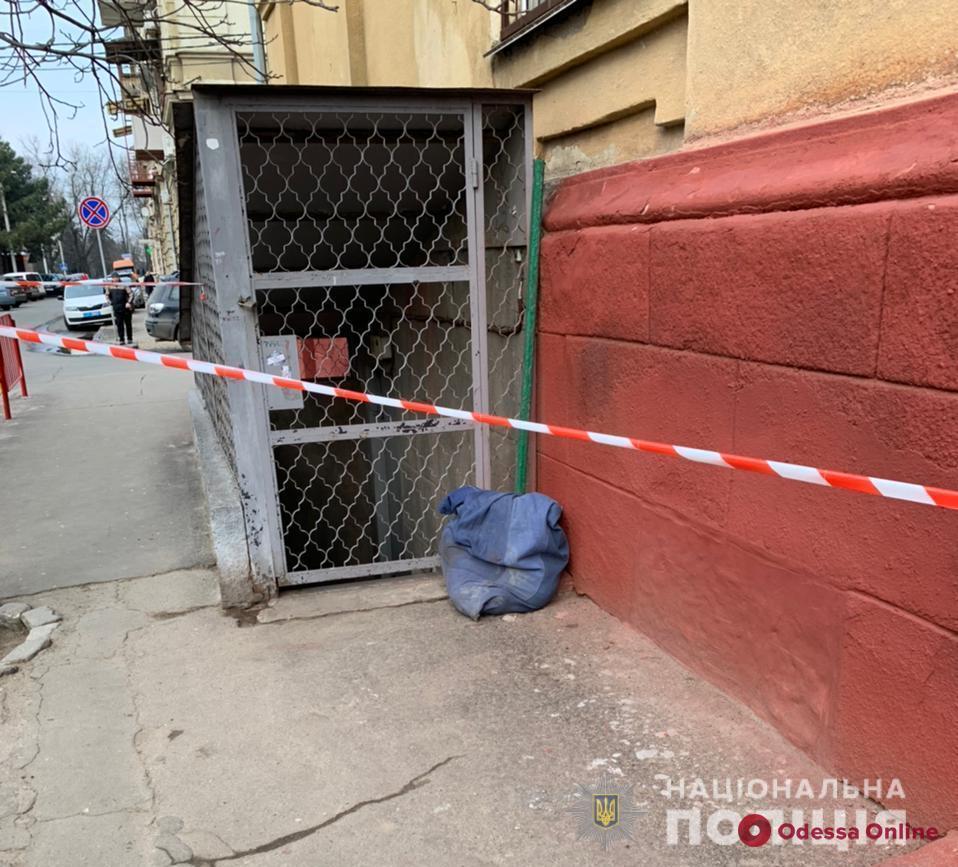 В Одессе возле школы нашли труп в мешке