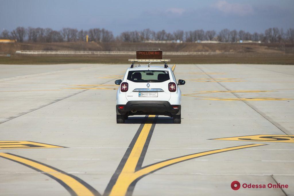 «Мы ждем качественных и современных услуг», — мэр Одессы провел выездное совещание в аэророрту