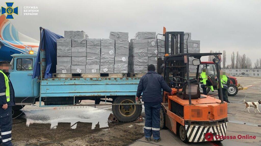 В Одессом аэропорту обнаружили крупную партию контрабандных сигарет на более чем 3 миллиона