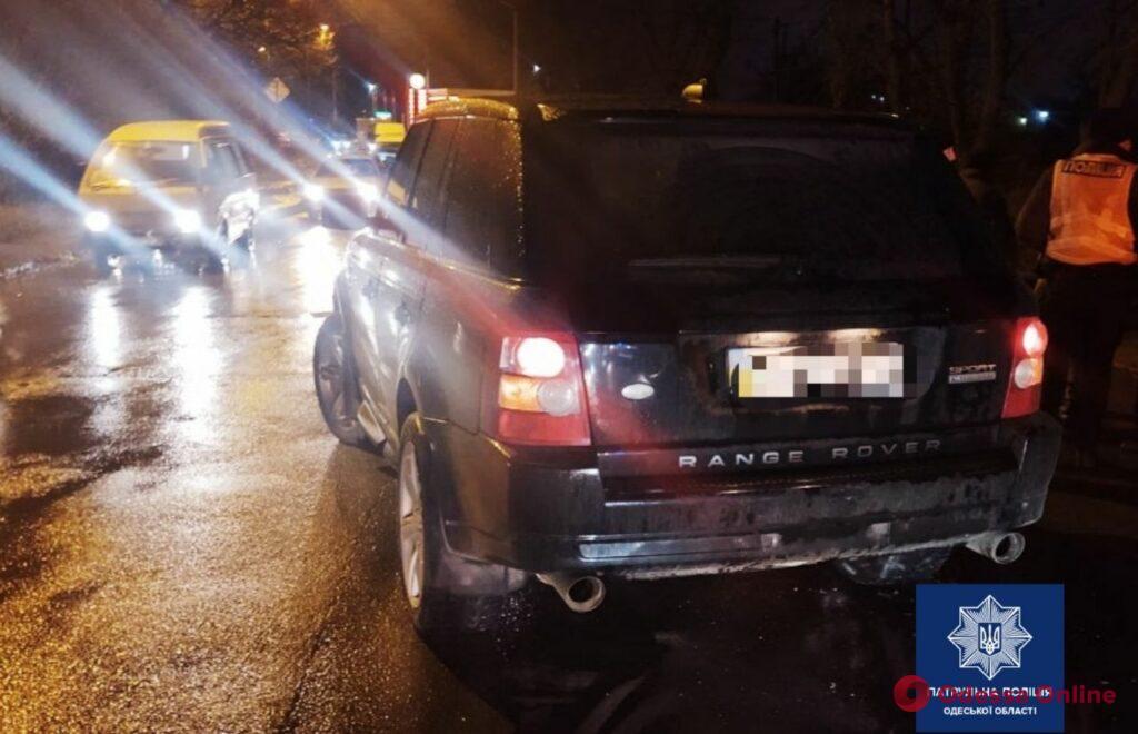 Внедорожник сбил 70-летнюю женщину в Одессе (фото)