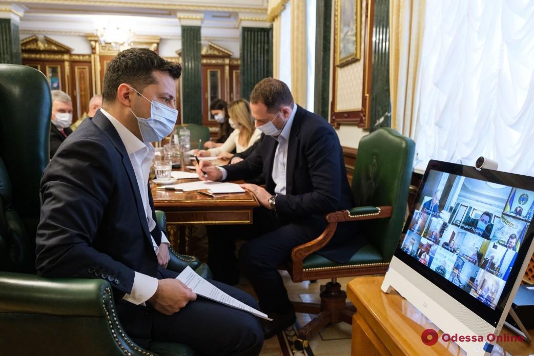Зеленский заявил о необходимости введения «паспортов вакцинации» для украинцев
