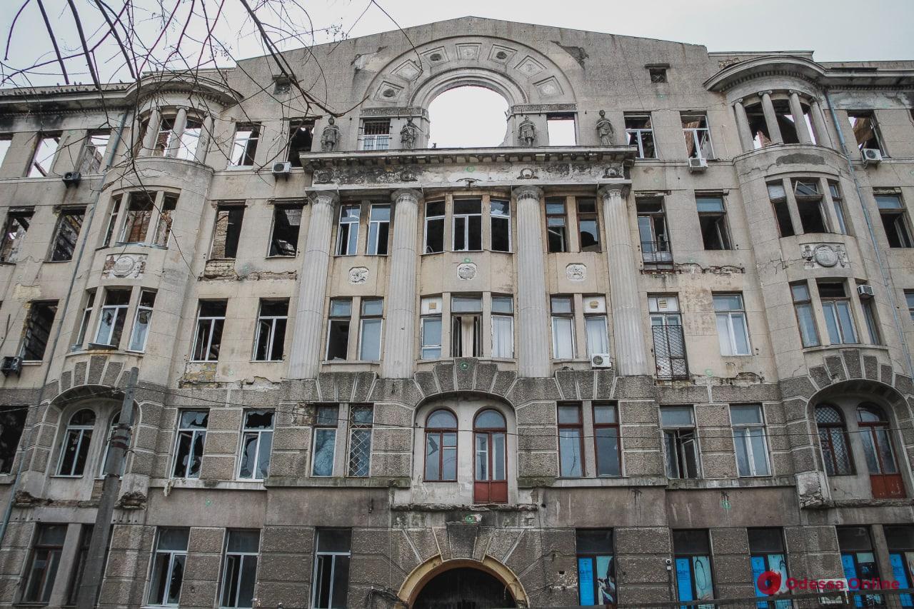 Депутаты облсовета просят центральную власть отреставрировать сгоревший колледж на Троицкой