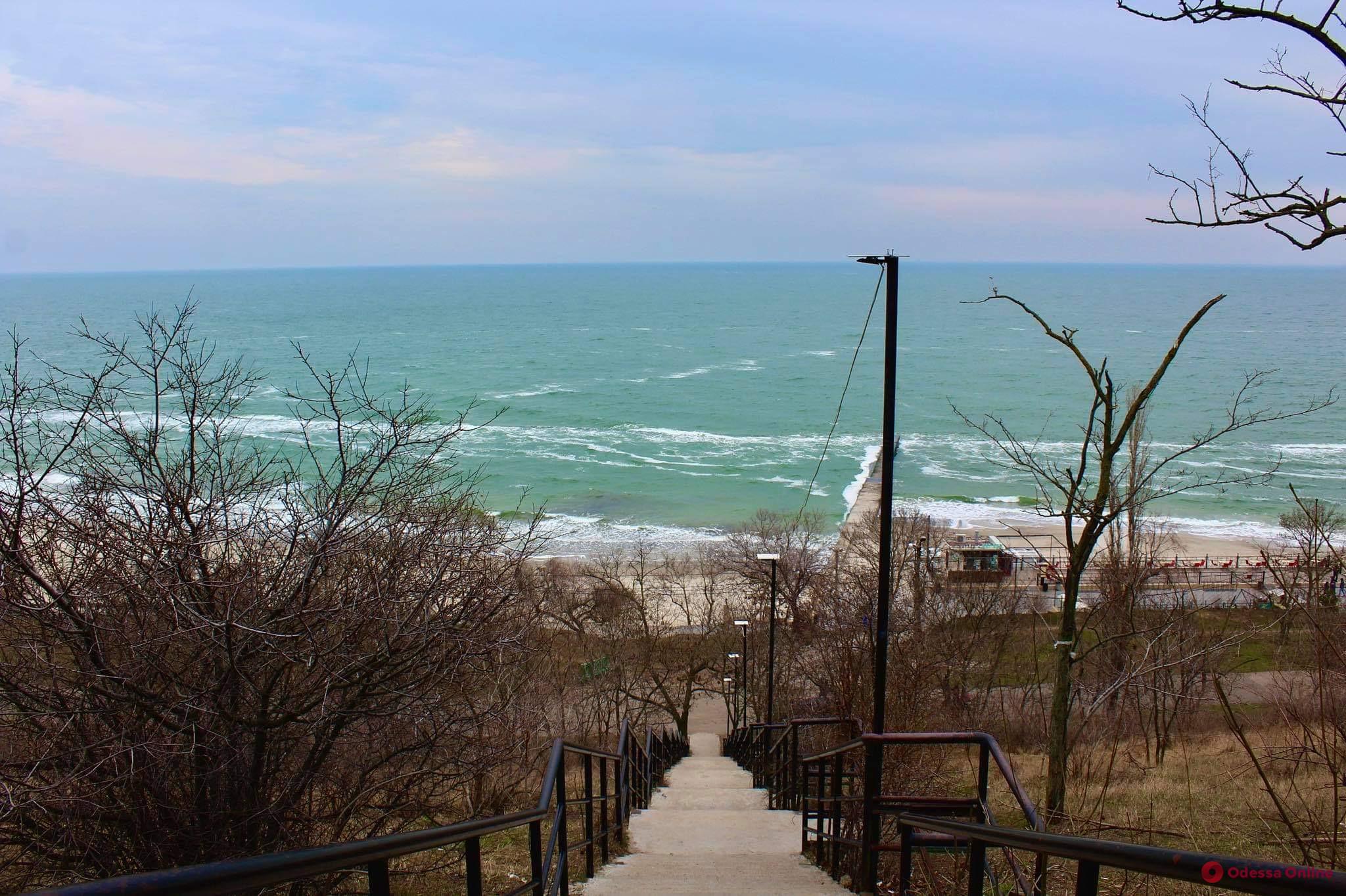 О погоде в понедельник: в Одессе будет тепло, но ветрено и дождливо