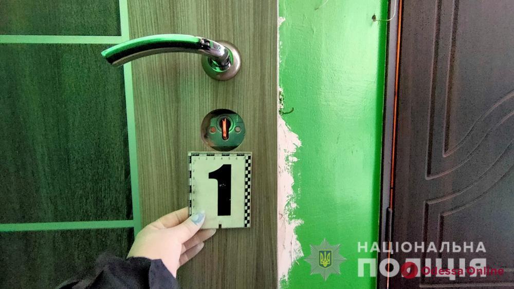 В Черноморске разбойники залезли в квартиру бывшего парня своей подруги и ограбили его