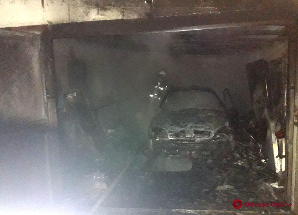 В Одесской области во время пожара сгорел гараж с автомобилем