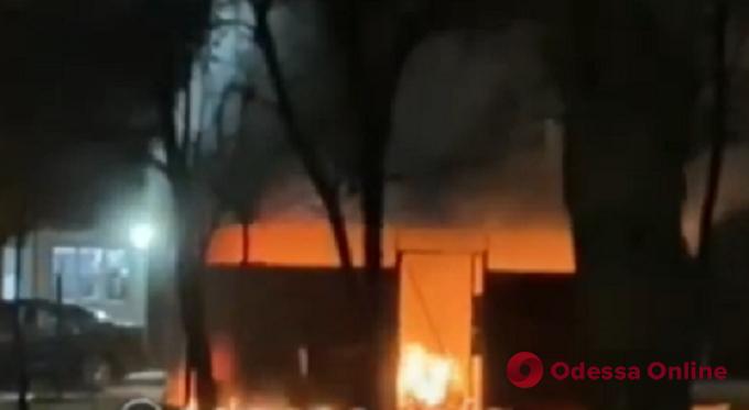 На поселке Котовского дотла сгорел МАФ (видео)