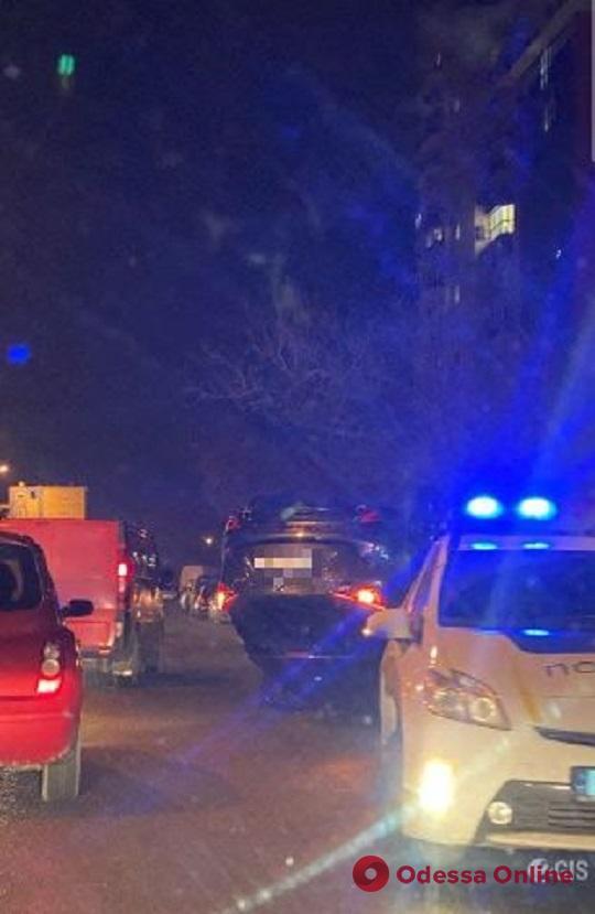 На Малиновского перевернулся автомобиль
