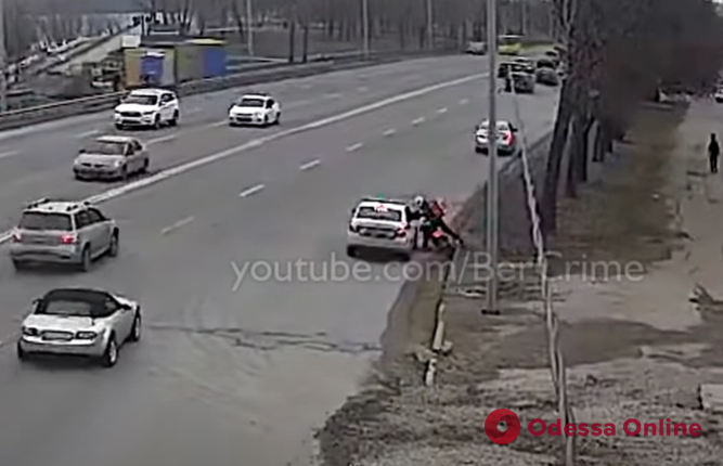 Полный форсаж: в Киеве патрульные устроили погоню за курьером службы доставки (видео, обновлено)