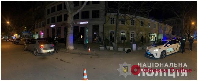 В центре Одессы мужчина открыл стрельбу из травмата и ранил трех человек