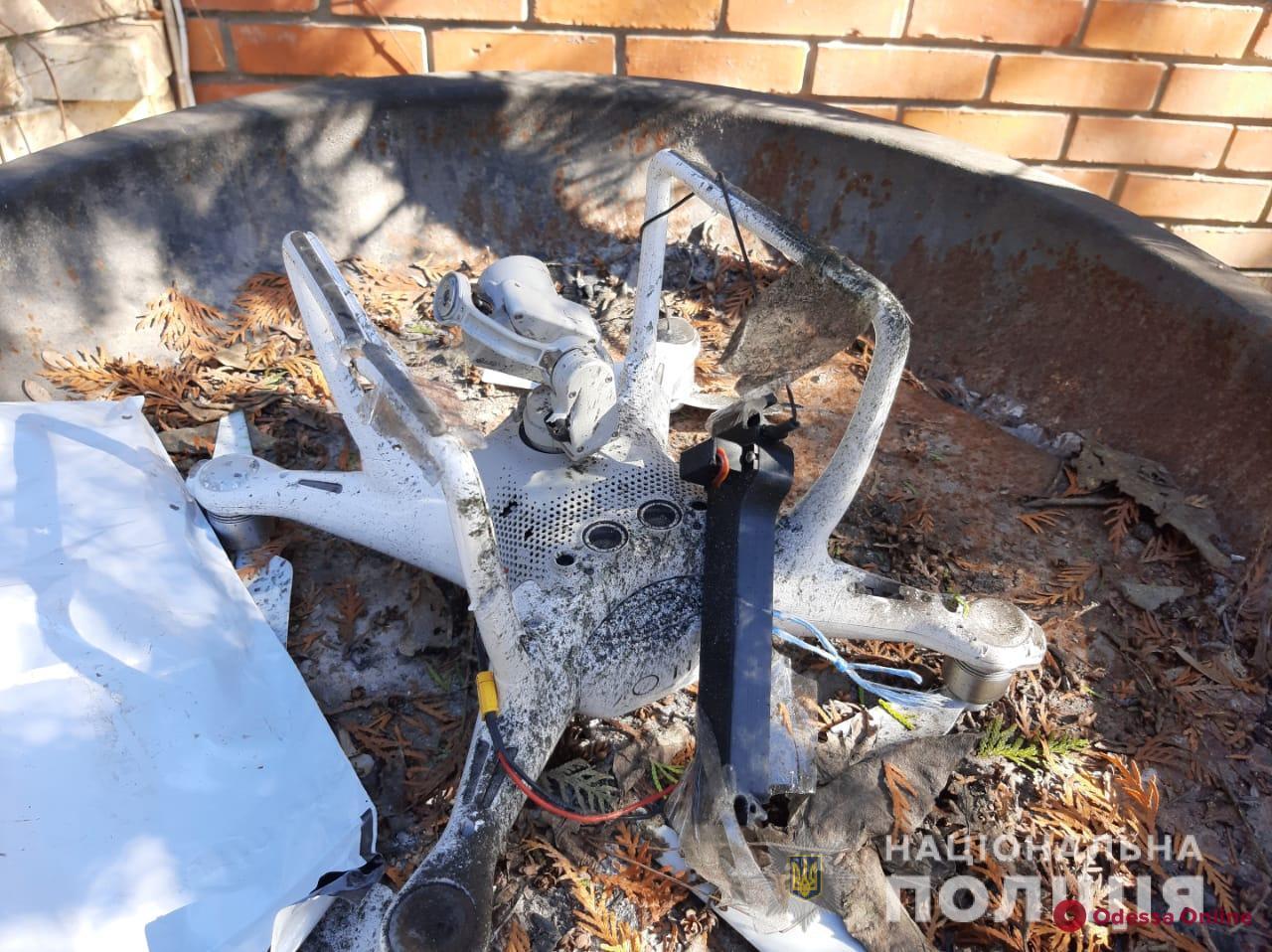 Во дворе частного дома на Дачной нашли квадрокоптер и осколки гранаты – полиция проводит проверку (обновлено)