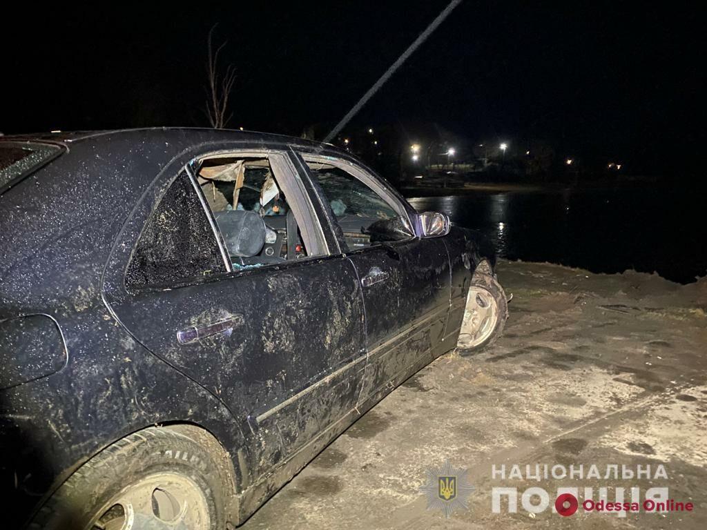 В Одесской области автомобиль съехал в реку – погиб пассажир